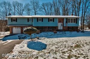135 Columbus Cir, Clarks Summit, PA 18411