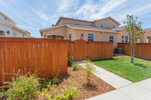 561 MISSION DE ORO DR, REDDING, CA 96003