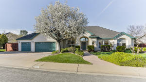 397 River Park Dr, Redding, CA 96003