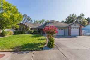 2915 Lake Redding Dr, Redding, CA 96003