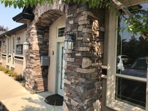 499 Hemsted Dr, Redding, CA 96002