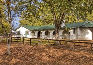 3443 Meadow Oak Dr, Cottonwood, CA 96022