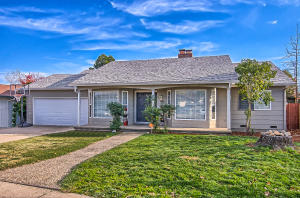 4065 Meander Dr, Redding, CA 96001