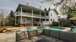 722 Sunriver Ln, Redding, CA 96001