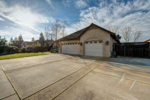 3978 Silver Lace Ln, Redding, CA 96001