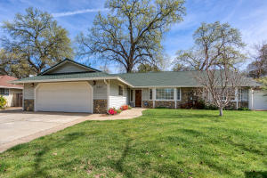 5887 Farm House Ln, Redding, CA 96001
