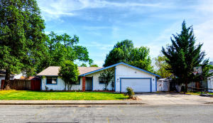 1018 Belcrest Dr, Redding, CA 96003