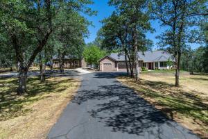 15830 Montgomery Ranch Rd, Redding, CA 96001