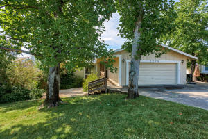 2275 Oak Ridge Dr, Redding, CA 96001