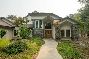 7933 Deer Hollow Ct, Redding, CA 96001
