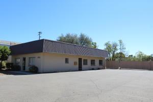 1725 E Cypress Ave, Redding, CA 96002