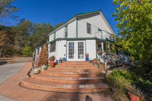 12383 Quartz Hill Rd, Redding, CA 96003