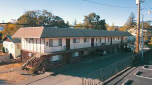 1114 Orange Ave, Redding, CA 96001