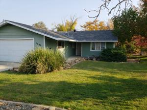 1755 Mesa St, Redding, CA 96001