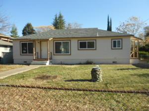 2457 Waldon St, Redding, CA 96001
