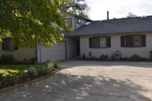 20910 Yogi Bear Ln, Redding, CA 96003