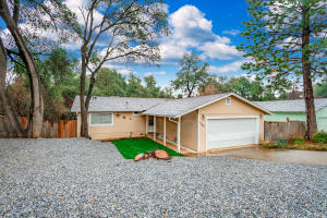 1186 Echo Rd, Redding, CA 96002