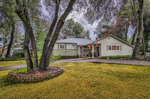 7066 White Oak Dr, Anderson, CA 96007