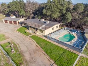 5949 Parkville Rd, Anderson, CA 96007