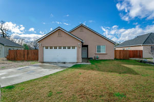 425 Springtime Ln, Red Bluff, CA 96080