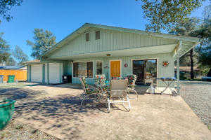 10699 Old Oregon Trl, Redding, CA 96003