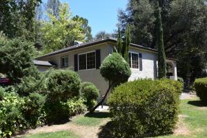 1478 Benton Dr, Redding, CA 96003