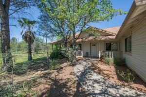 Cute country property near Palo Cedro, CA