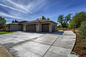 New 4bd/2ba home w/3 Car Garage & RV parking
