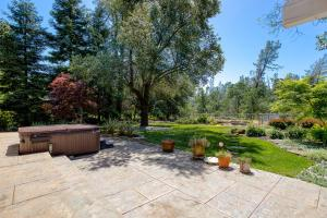 16277 China Gulch Dr, Anderson, CA 96007