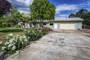 7701 Thistle Ln, Redding, CA 96002