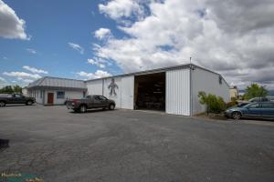 4351 Caterpillar Rd, Redding, CA 96003