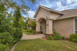 2275 Crescent Moon Dr, Redding, CA 96001