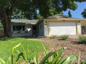 6643 Creekside St, Redding, CA 96001