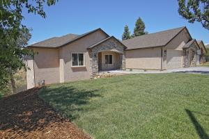 730 Sunriver Ln, Redding, CA 96001