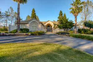 15470 Middletown Park Dr, Redding, CA 96001