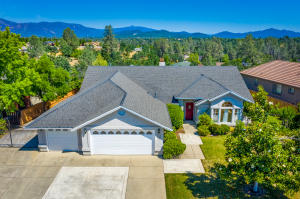 373 River Park Dr, Redding, CA 96003
