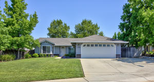 2956 Salmonberry Dr, Redding, CA 96003