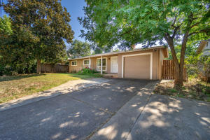 2883 Kenco Ave, Redding, CA 96002