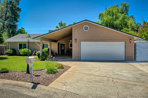 1143 Woodland Ter, Redding, CA 96002