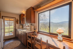 12562 Powerhouse Rd, Potter Valley, CA 95469