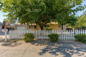 1863 Wheeler St, Redding, CA 96002