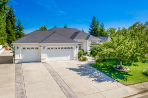 2113 Edinburgh Way, Redding, CA 96003