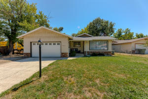2761 N Bonnyview Rd, Redding, CA 96001