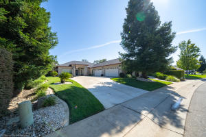 7563 Robles Dr, Redding, CA 96002