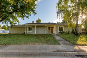 6925 Creekside St, Redding, CA 96001