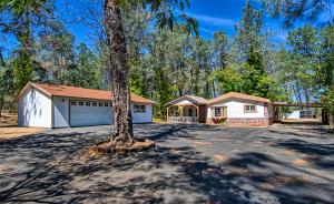 6596 Oak St, Anderson, CA 96007