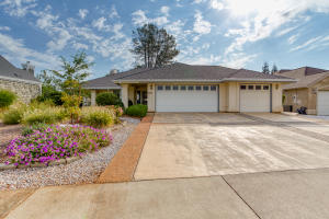 1559 St Andrews Dr, Redding, CA 96003