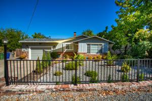 1270 Oakdale Ln, Redding, CA 96002