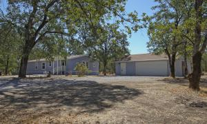 10461 Old Oak Ln, Redding, CA 96003