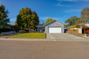 225 Sparrow Ct, Red Bluff, CA 96080